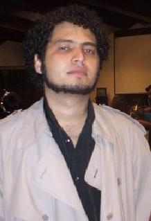 Paulo Silva caracterizado como o vampiro Frank Sena.
