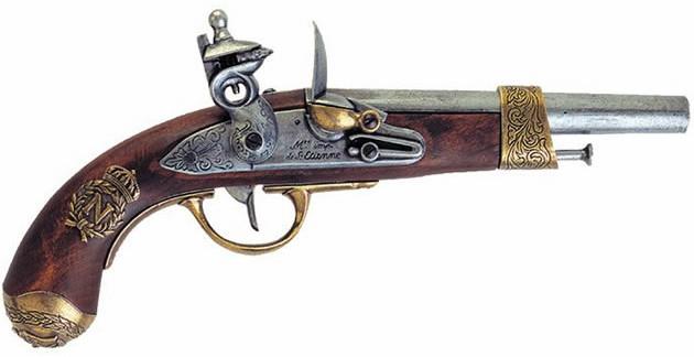 A foto mostra uma réplica de uma pistola usada por Napoleão Bonaparte.